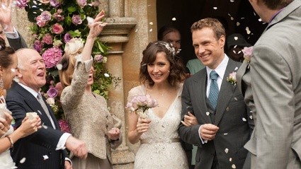 Noch ist alles in bester Ordnung: Nat (Rose Byrne) und Josh (Rafe Spall) heiraten. (Quelle: StudioCanal)