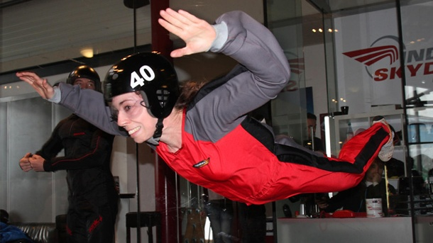 Indoor-Skydive in Bottrop: Fallschirmspringen in der Halle. Indoor-Skydiving in Bottrop (Quelle: SRT /K.-T. Raab)