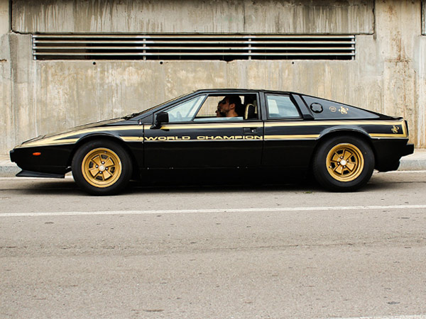 Lotus Esprit S2 John Player Special in Schwarz und Gold (Quelle: Motor 77)