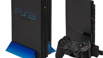 Playstation 2 und Playstation 2 Slim Spielkonsolen von Sony (Quelle: Sony)