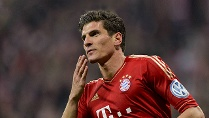 Mario Gomez trifft gegen Wolfsburg innerhalb von sechs Minuten drei Mal ins Schwarze. (Quelle: imago\Schiffmann)