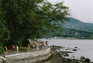 Laufen auf dem Uferweg des Stanley Park in Vancouver, dem Seawall. (Quelle: Thinkstock by Getty-Images)