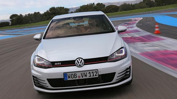 golf 7 gti performance unterwegs im st rksten vw golf gti. Black Bedroom Furniture Sets. Home Design Ideas