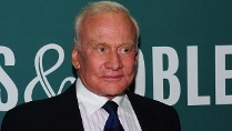 "Ex-Astronaut Buzz Aldrin bei der Konferenz ""Humans to Mars"" (Quelle: picture alliance / Globe-ZUMA)"