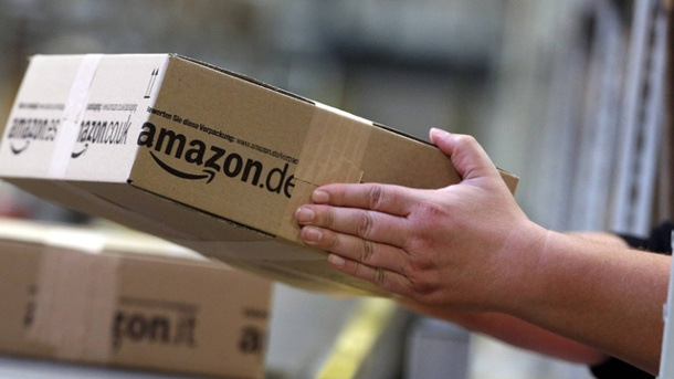 Amazon bastelt am 3D-Smartphone ohne Brille. Amazon-Paket (Quelle: imago/biky)