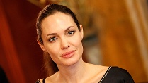Brustkrebs: Angelina Jolie hat sich vorsorglich beide Brste amputieren lassen. (Quelle: REUTERS/Umit Bektas )