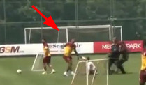 Flitzer grtscht Didier Drogba beim Training einfach um. (Screenshot: BitProjects)