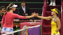 Im Februar besiegte Mona Barthel (li.) Angelique Kerber in Doha.  (Quelle: imago\Paul Zimmer)