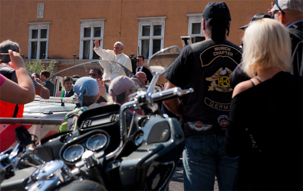 Harley-Davidson Papst (Quelle: Global Press)