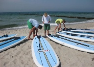SUP-Boards im Ostseebad Wustrow. (Quelle: Surfcenter Wustrow)