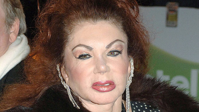 jackie stallone nach sch nheits op sehe aus wie ein. Black Bedroom Furniture Sets. Home Design Ideas