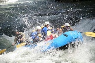 Rafting-Boot im Wildwasser. (Quelle: Richard Conely)