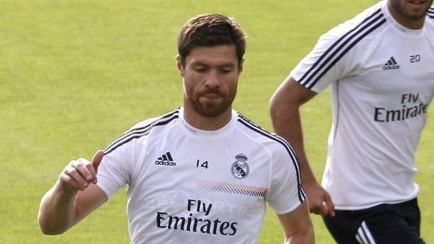 Xabi Alonso verletzt: Real-Star droht lange Pause. Real Madrids Xabi Alonso hat sich erneut verletzt.
