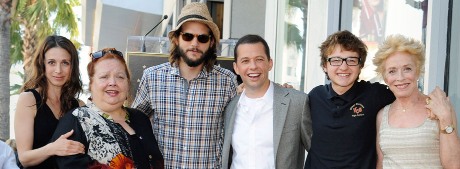 Die 'Two and a half Men'- Darsteller auf dem Hollywood Boulevard. (Quelle: Reuters)