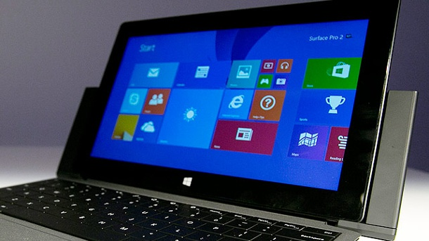 Surface 2 und Surface Pro 2: Microsoft entlüftet nächste Tablet-Generation. Microsoft Surface Pro 2 mit Type Cover 2 und Dockingstation (Quelle: AP/dpa)