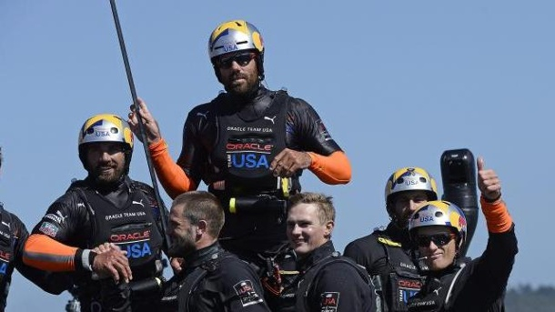 America's Cup: Der große Coup des Russell Coutts. Das Oracle Team USA von Sir Russell Coutts feiert die grandiose Aufholjagd.