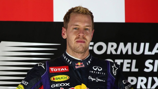 "Vettel nach Buhrufen: ""Unmöglich, es jedem Recht zu machen"". Sebastian Vettel muss bei der Siegerehrung in Singapur deutliche Unmutsbekundungen ertragen. (Quelle: imago/Crash Media Group)"
