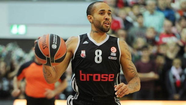 Brose Baskets Bamberg feiern Auftaktsieg in der Basketball Euroleague. Bambergs Zackary Wright in Aktion (Quelle: imago/Eibner)