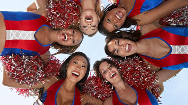 Der Cheerleader Effekt: Menschen wirken in der Gruppe attraktiver. Der Cheerleader-Effekt.  (Quelle: Thinkstock by Getty-Images)