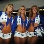Cheerleader-Girls des NFL-Teams Dallas Cowboys sorgen vor dem Renn-Start für Stimmung. (Quelle: xpb)