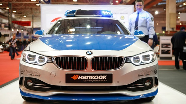 Essen Motor Show 2013: BMW 4er Coupé ist neues Tune-it-Safe-Polizeiauto. Tune! It! Safe! BMW ACS4 2,8i  (Quelle: t-online.de/Matthias Wahl)