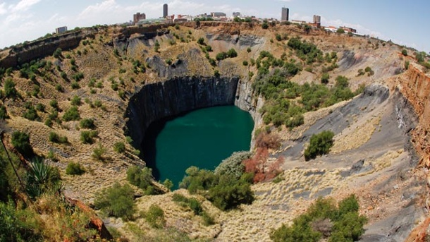 """The Big Hole"": Südafrikas spektakulärstes Phänomen. Touristenattraktion in Südafrika: ""The Big Hole"". (Quelle: dpa)"