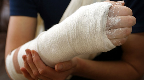 Airline darf Beförderung von Passagieren mit Gips ablehnen. Nicht jede Airline lässt Passagiere mit Gips an Bord. (Quelle: Thinkstock by Getty-Images)