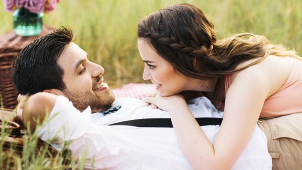 Romantik pur: Den Partner mit einem Picknick überraschen (Quelle: Thinkstock by Getty-Images)