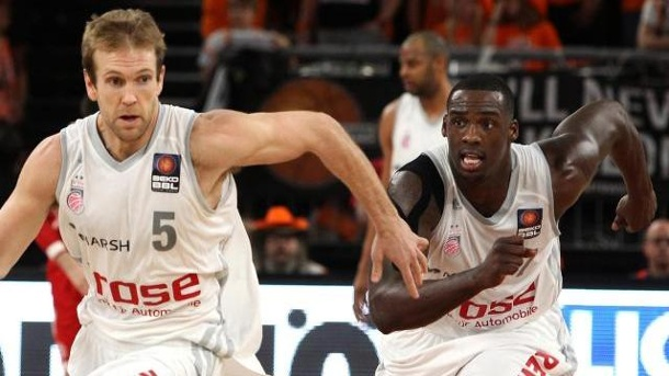Brose Baskets Bamberg holen Platz drei beim Top Four. Bambergs Spielmacher John Goldsberry (M.