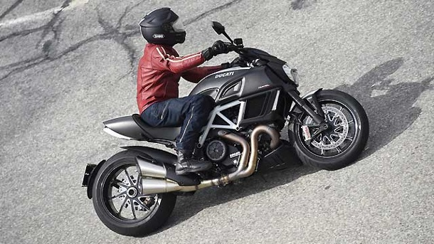 Ducati Diavel Carbon: Sportlicher Roadster. Ducati Diavel Carbon (Quelle: Hersteller)