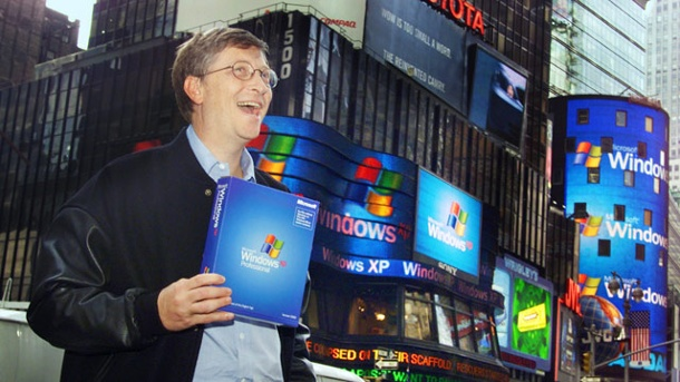 Support-Aus für Windows XP: Microsoft macht ordentlich Kasse. Bill Gates mit Windows XP (Quelle: AP/dpa)