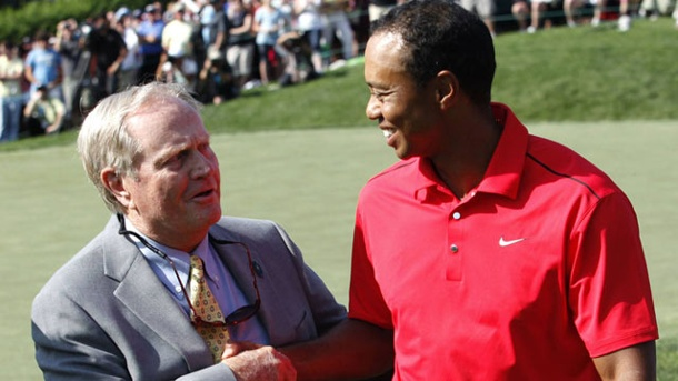 Golf-Idol Nicklaus glaubt an Tiger Woods. Jack Nicklaus gratuliert Tiger Woods nach einem Turniersieg. Nicklaus hält den Rekord von 18 Major-Siegen. (Quelle: imago/Zuma Press)
