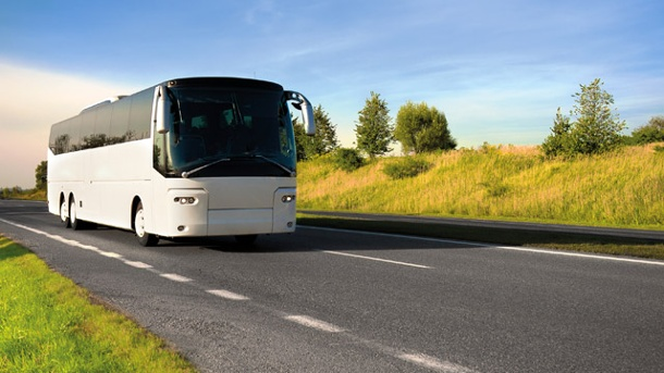 Stiftung Warentest: Fernbusse sparen Reisenden Geld.  (Quelle: Thinkstock by Getty-Images)