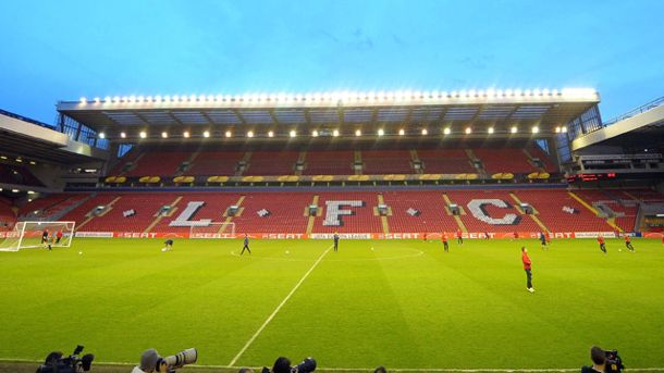 Blick in die Arena an der Anfield Road. (Quelle: imago\PanoramiC)