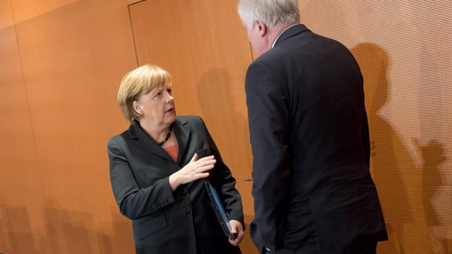 angriffe auf steinmeier merkel genervt von r peleien der csu. Black Bedroom Furniture Sets. Home Design Ideas