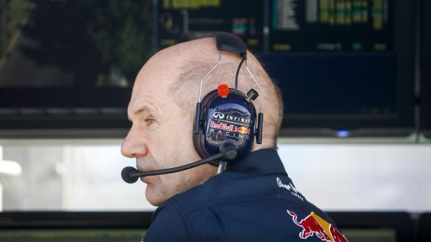 "Adrian Newey bleibt Red Bull Racing ""treu"". Adrian Newey will Red Bull treu bleiben."