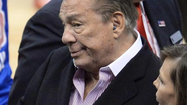 Medien: Sterling tritt Clippers-Anteile an Ehefrau ab. Donald Sterling soll die Clippers verkaufen.
