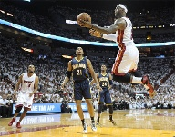 LeBron James (re.) (Quelle: imago/Zuma Press)
