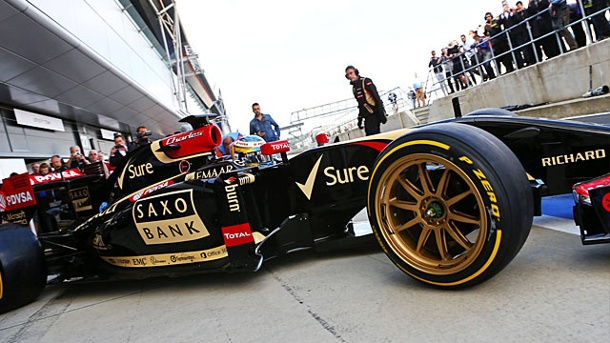 18 Zoll: So sehen die Reifen der Zukunft in der Formel 1 aus. Lotus-Pilot Charles Pic testete in Silverstone erstmals die 18-Zoll-Reifen. (Quelle: imago/Crash Media Group)