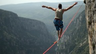 Slacklining für Profis (Quelle: Thinkstock by Getty-Images)