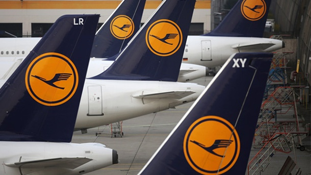 Lufthansa strike threatens: Passengers should expect flight cancellations Only attended in April 3800 for pilot strike at Lufthansa flight cancellations.. (Source: AP)
