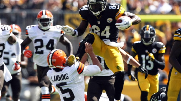 Brutaler Karate-Kick von Antonio Brown bei Steelers-Sieg. Antonio Brown mit einer rüden Attacke gegen Spencer Lanning. (Quelle: Reuters)