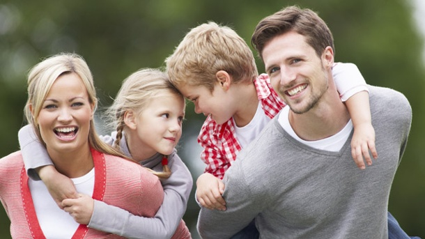 Neue Familienformen. Mama, Papa, Kind - wie definiert man Familie heute?  (Quelle: Thinkstock by Getty-Images)