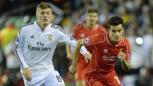 Fußball - Real-Star Kroos: Sind in sehr guter Ausgangsposition. Real Madrids Toni Kroos (l) im Duell mit Liverpools Philippe Coutinho.
