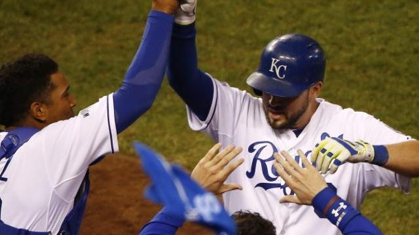 Kansas City Royals erzwingen entscheidendes Spiel in MLB World Series. Die Kansas City Royals setzten sich im sechsten Spiel der World Series mit 10:0 gegen die San Francisco Giants durch.