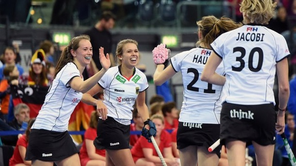 Hockey: Deutsche Hockey-Teams starten mit Siegen in Hallen-WM. Deutschlands Hockey-Damen gewannen gegen Belgien.