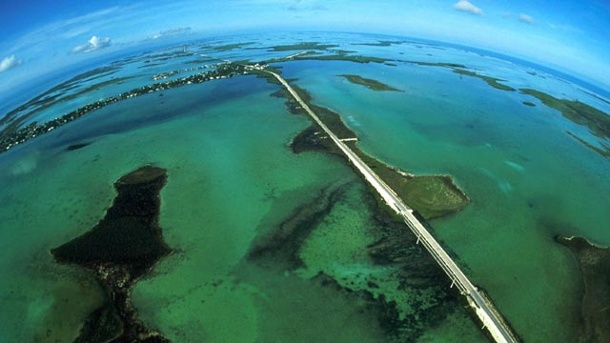 Florida Keys: Amerikas schönste Endstation. Der Overseas Highway verbindet das Festland Floridas mit den Keys. (Quelle: imago/United Archives International)