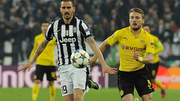 Champions League: Borussia Dortmund patzt und verliert in Turin. Juves Leonardo Bonucci (li.) schirmt den Ball gegen Ciro Immobile vom BVB ab. (Quelle: imago/HochZwei/Syndikation)