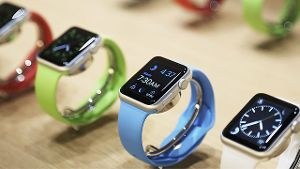Aneinandergereihte Modelle der Apple Watch Sport