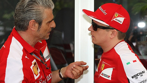 Vertragsverlängerung: Ferrari-Chef erhöht Druck auf Kimi Räikkönen. Ferrari-Teamchef Maurizio Arrivabene (li.) und Kimi Räikkönen. (Quelle: imago/Crash Media Group)
